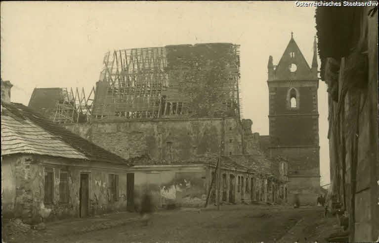 Wislica, Totalansicht der zerschoßenen alten Kirche