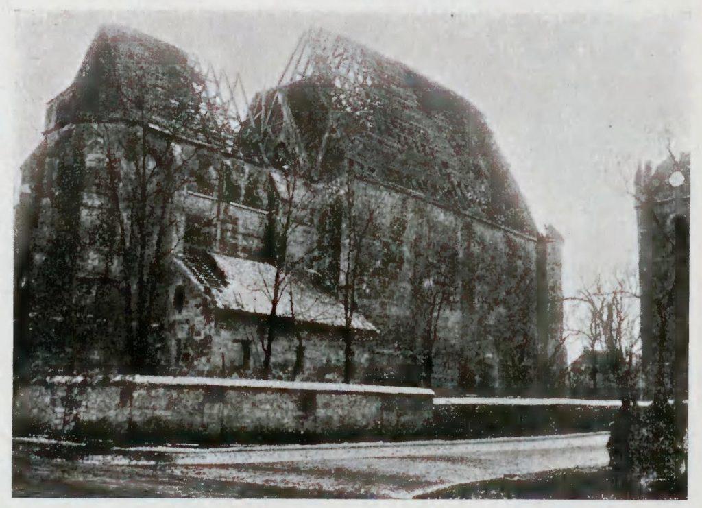 Zniszczony kościół w Wiślicy 1915 r. fot. Tadeusz Szydłowski