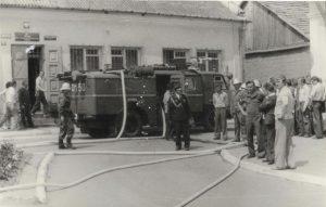Ćwiczenia pokazowe w 1978r. Zdjęcie z kroniki OSP Wiślica